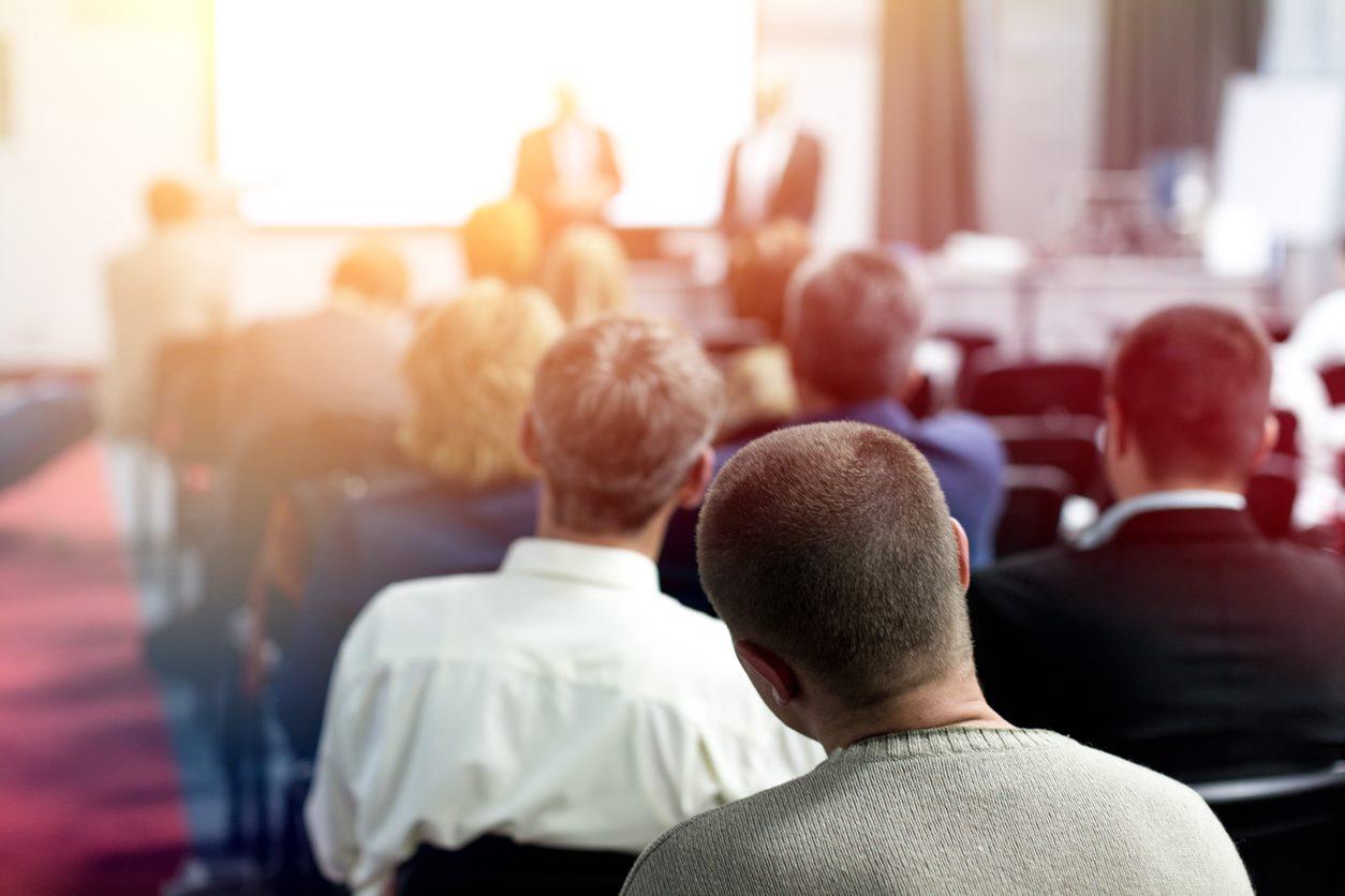 Niezapomniane imprezy pracownicze – praktyczne wskazówki dla organizatorów