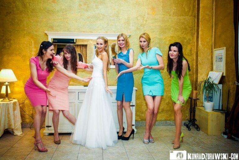 Sukienka na wesele – kolor ma znaczenie!