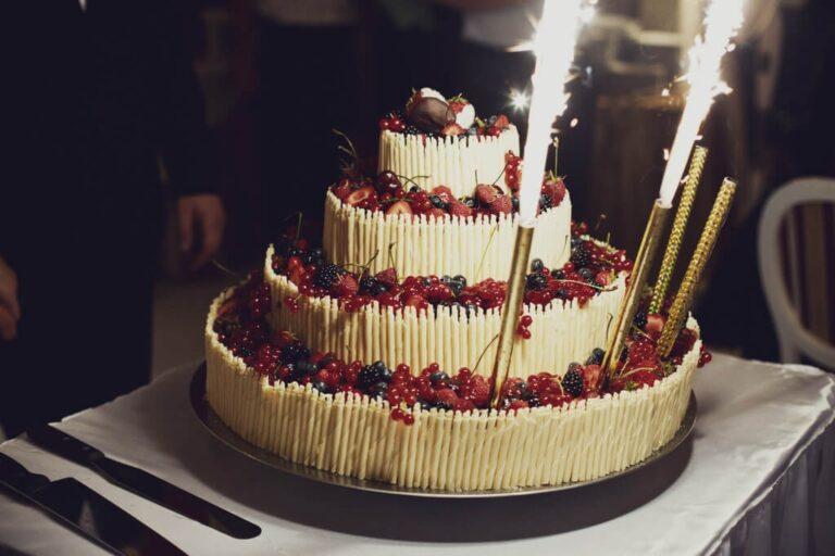 Weselne ciasta i torty – na co zwrócić uwagę???