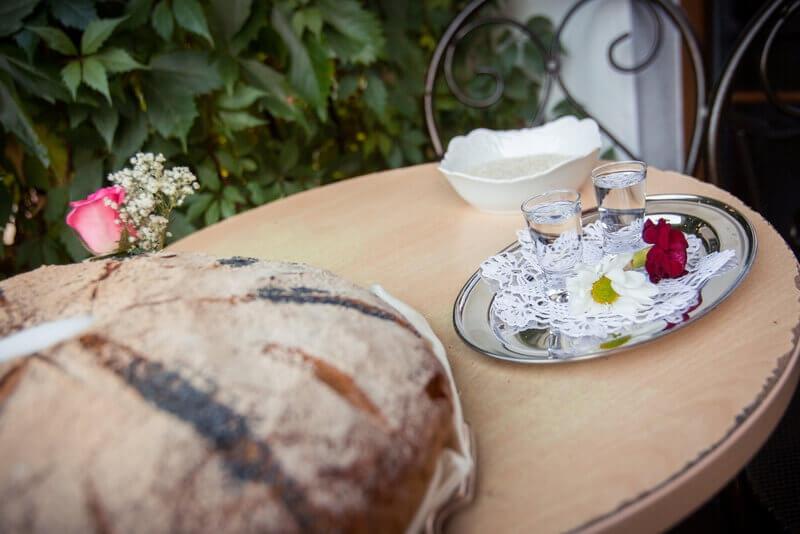 tradycja wesela powitanie chlebem i solą