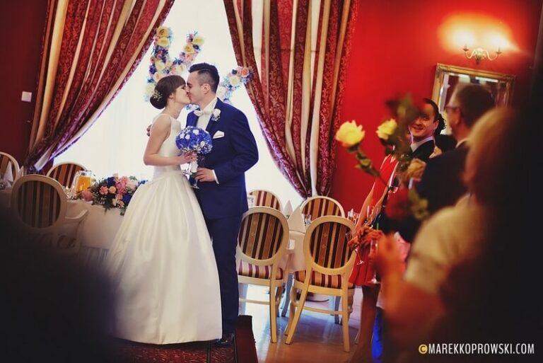 Trendy weselne – postaw na kolor!
