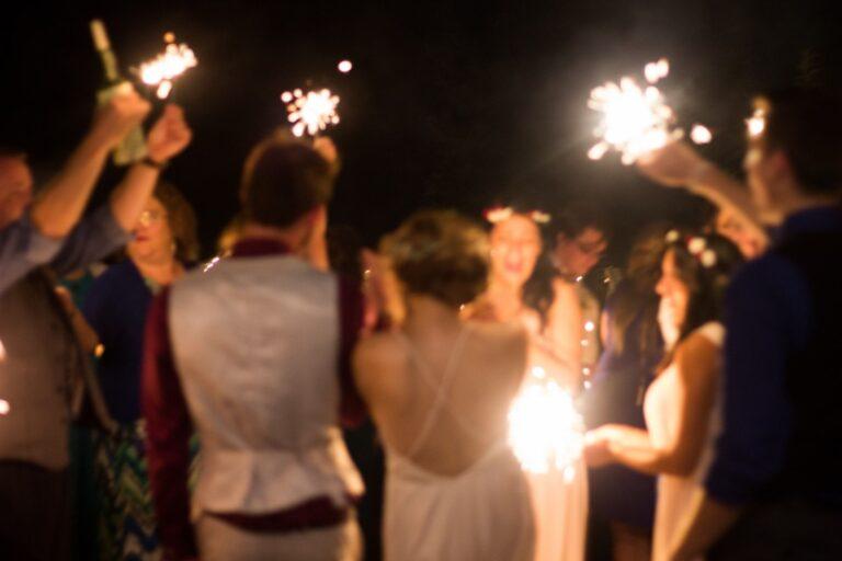Jak efektownie zorganizować zimne ognie na wesele?