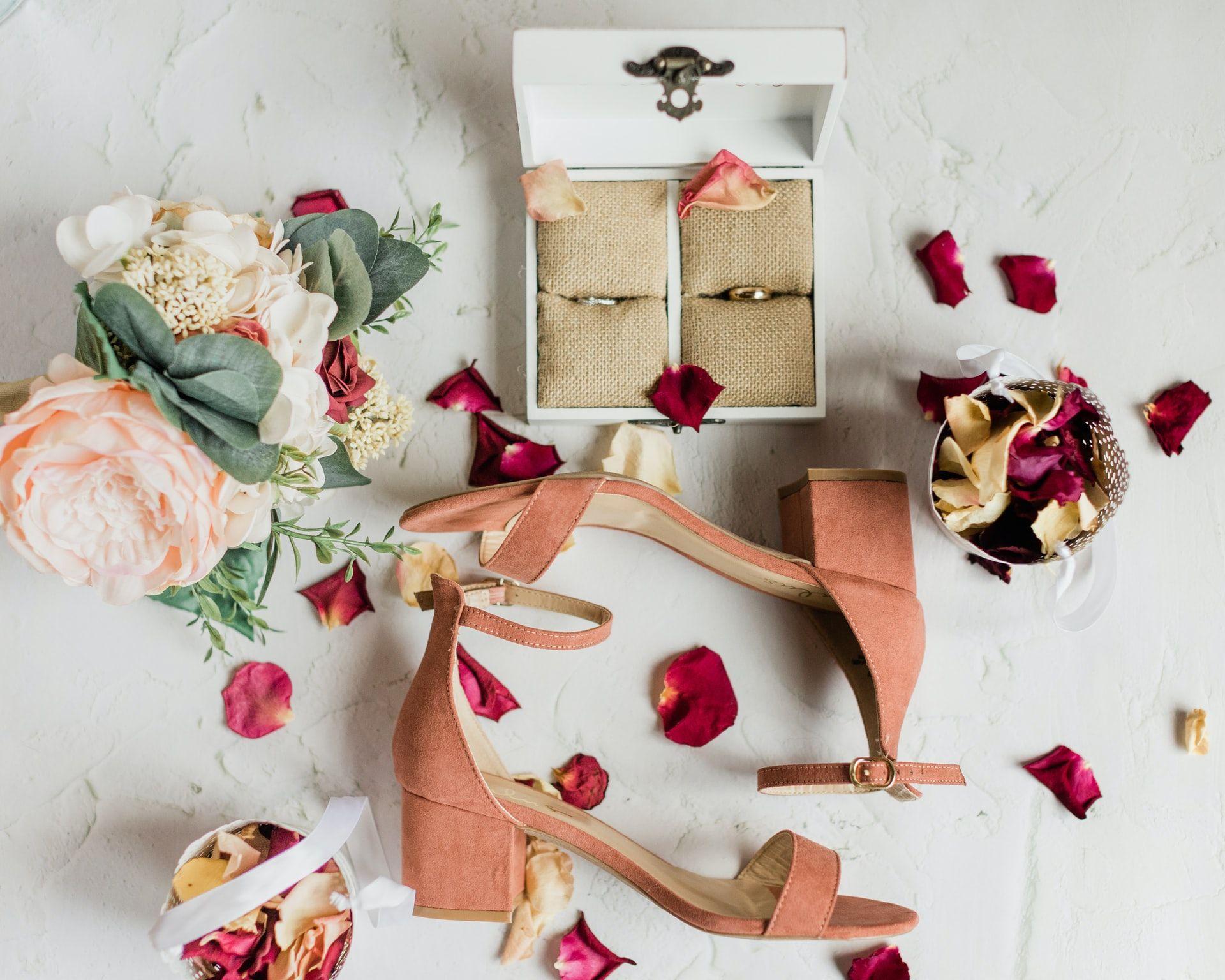Postaw na sezonowe dodatki weselne