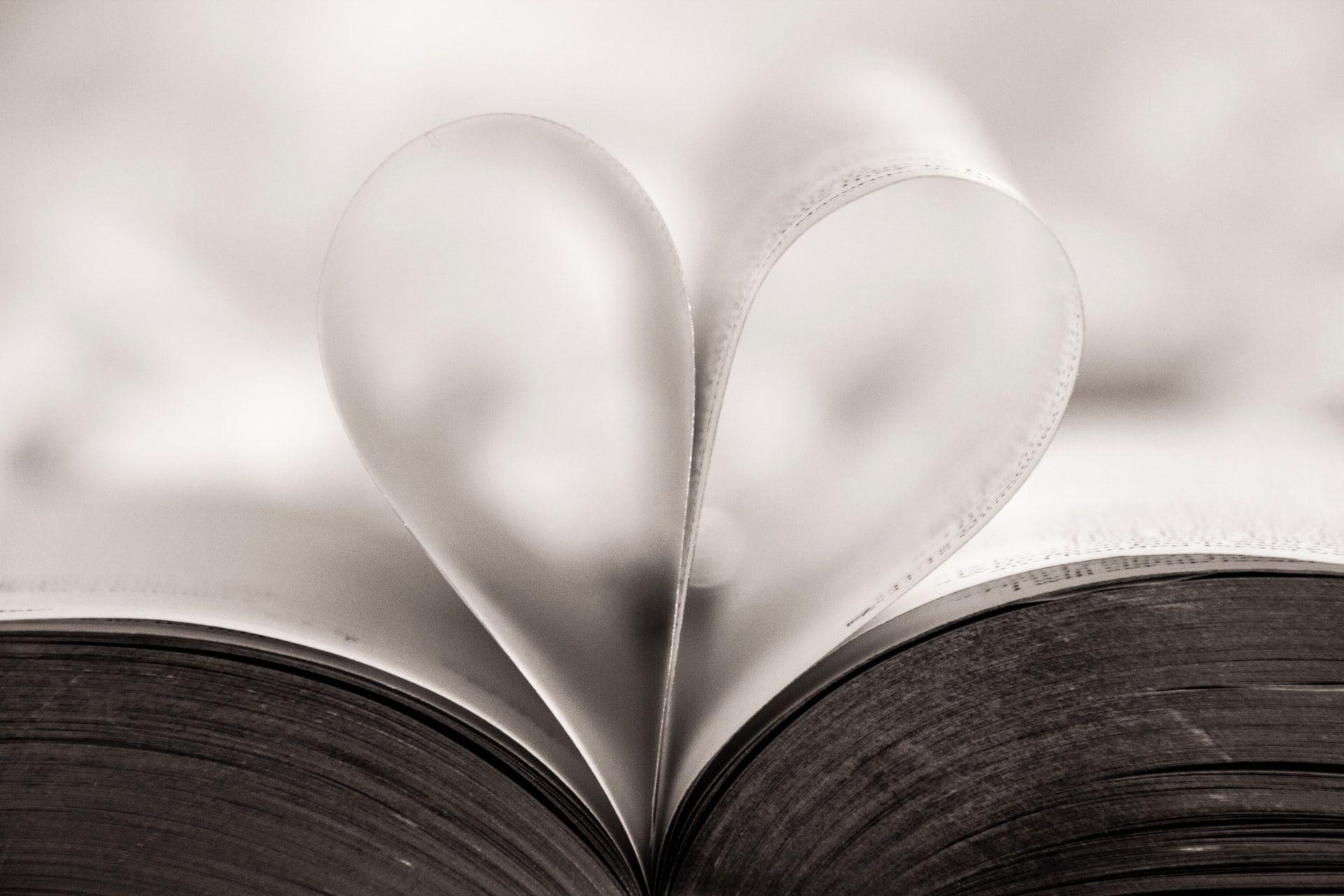 Księga gości na wesele - niebanalna pamiątka, czy niepotrzebny gadżet?