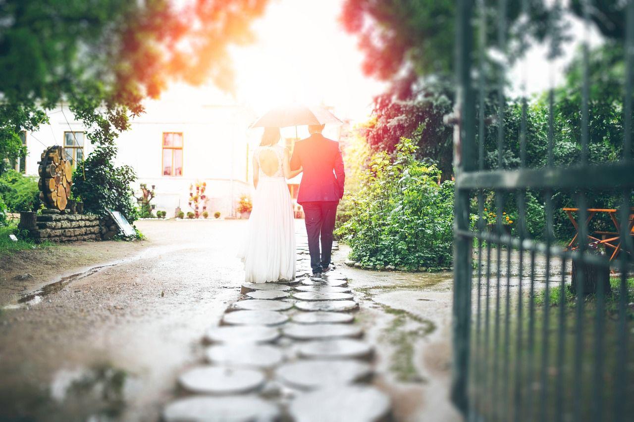 Bramy weselne – skąd się wziął ten zwyczaj i na czym polega?