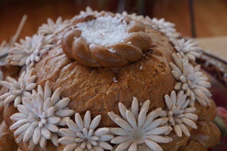 Powitanie Pary Młodej chlebem i solą: wzruszający, staropolski zwyczaj