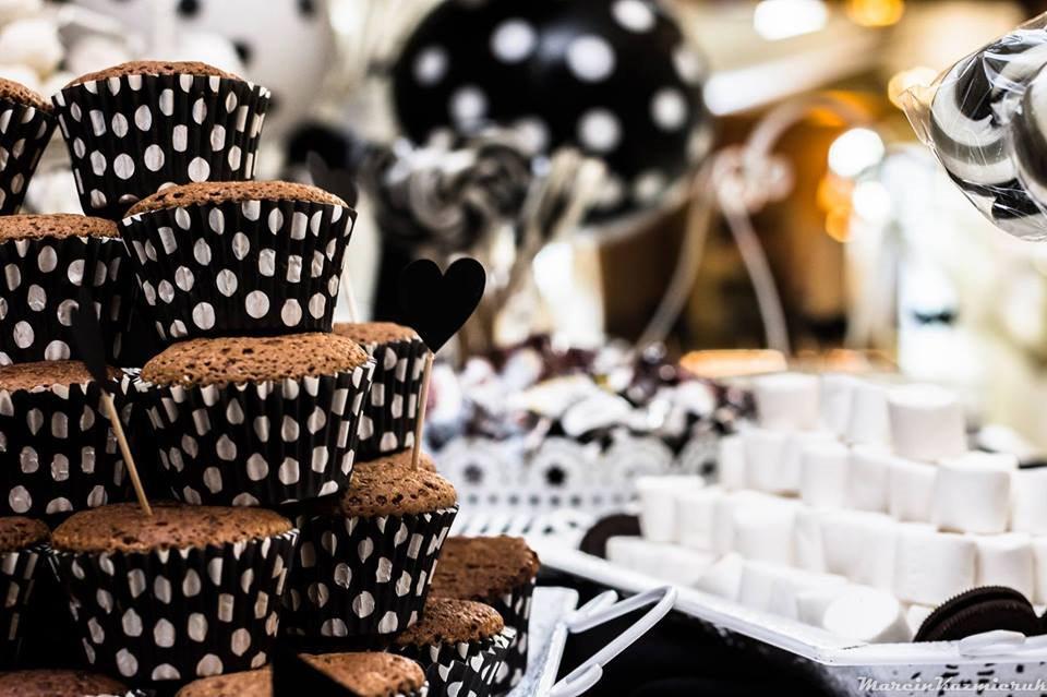 Słodkie podziękowania dla gości weselnych – na co postawić?