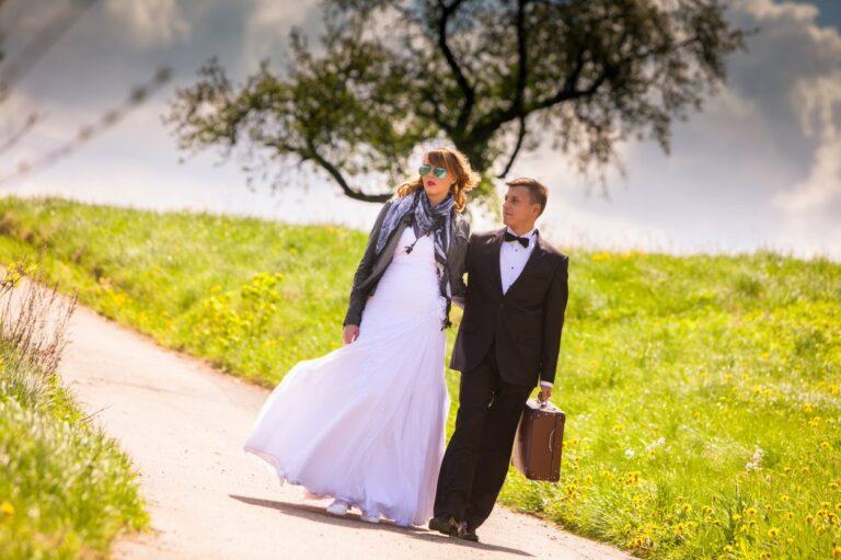 Wiosenne dekoracje sali, które stworzą romantyczny klimat na weselu